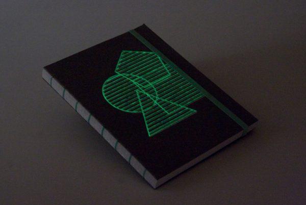 La libreta brilla en la obscuridad